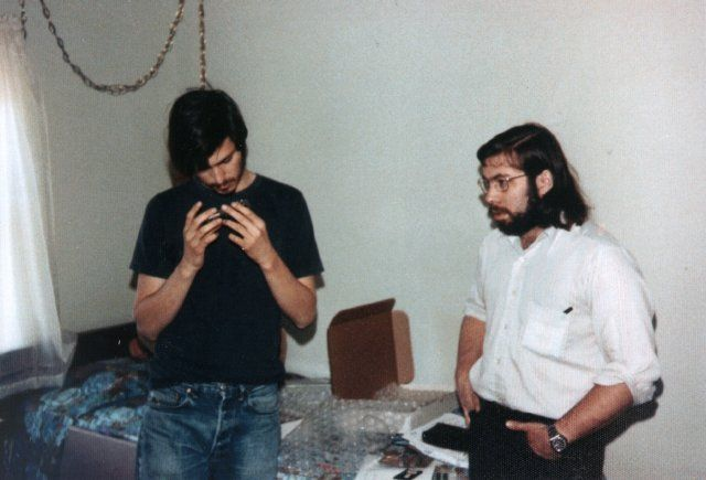 Jobs and Wozniak of Apple used to make hardware for hacking into the phone system. This photo was taken by Margret Wozniak in 1975.: Steven Paul, Openview Blog, Blue Boxes, Apple, Paul Job, Start A Business, Photo Galleries, Steve Wozniak, Steve Job