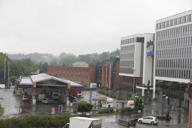<p>MØTEPLASS: Her ved Radisson Blu hotell på Alna i Oslo fikk to politiagenter en bærepose med penger av to sentrale medhjelpere i Nokas-Betews påståtte narkoliga, ifølge VGs opplysninger.</p>