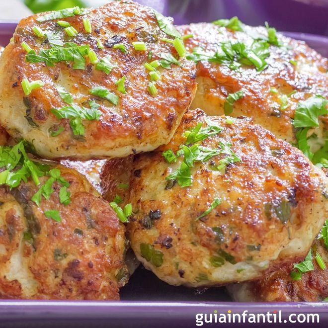 Hamburguesas caseras de pollo. Con pan rallado. Fácil y rápido.