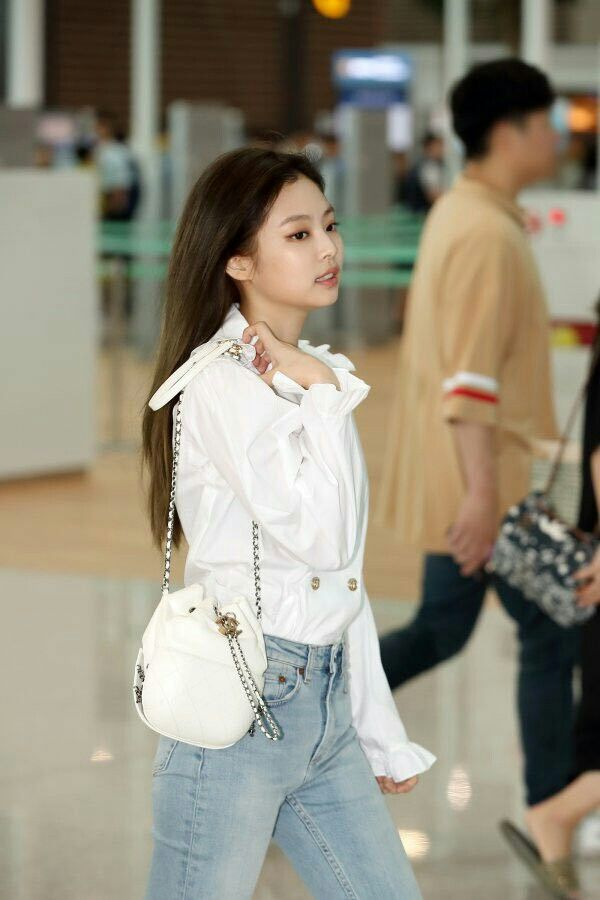 8ec15fc4a0a Jennie - Incheon Airport