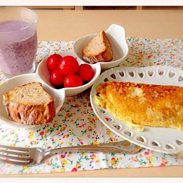 *ミニトマトのバルサミコマリネ *りんごとさつまいものパン *ツナの豆乳オムレツ *ブルーベリースムージー - 13件のもぐもぐ - 朝ごはん by cath