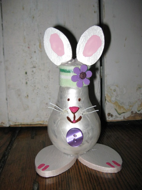 Lightbulb bunny.A Crafts Ideas, Easter Crafts, Lightbulbs Ornaments, Lightbulbs Crafts, Lightbulbs Bunnies, Ball Crafts, Lights Bulbs, Bulbs Art, Easter Ideas