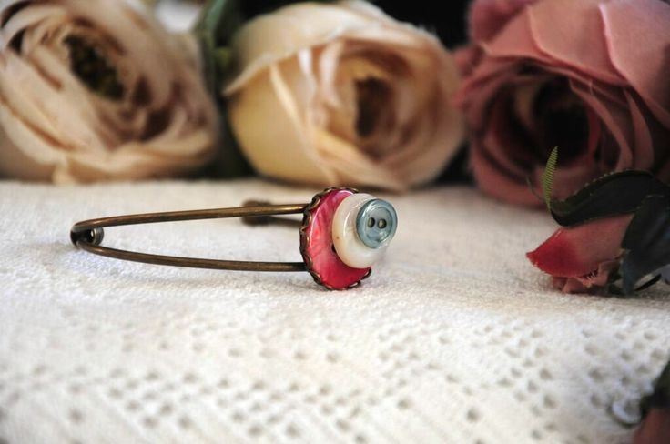 #button #bracelet