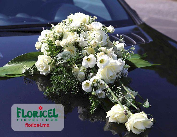 Diseño sobre auto. Brinda estabilidad y adhesión perfecta con Espuma Floral Floricel. Floral Foam