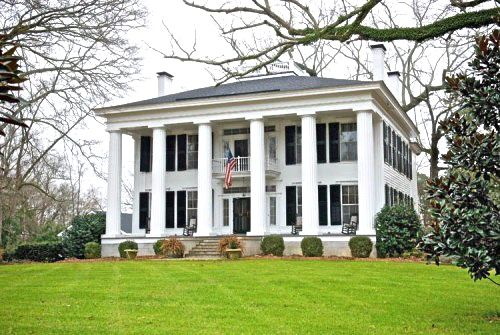 Southern plantation - beautiful Georgian style house