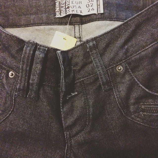 Pantalón vaquero prácticamente nuevo denim talla 34 por 12€