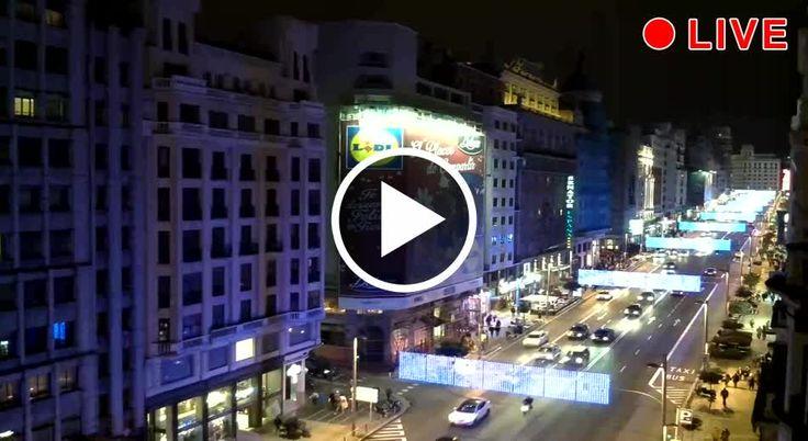 Splendida veduta su Calle Gran Vía, cuore dello shopping madrileno