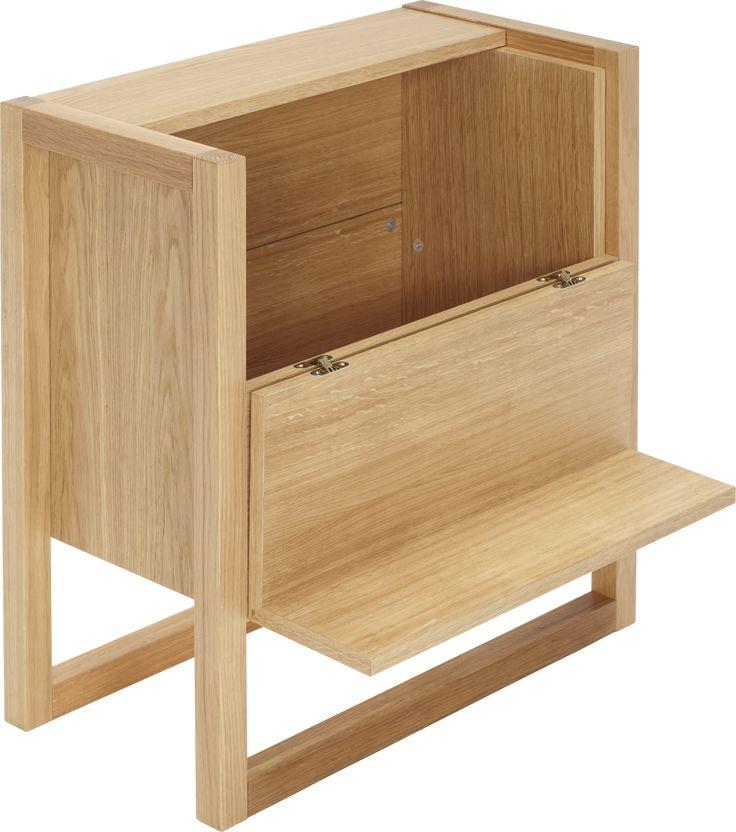 Atwood minibar. Dimensjoner: L30 x D60 x H59cm. Kr. 2015,-