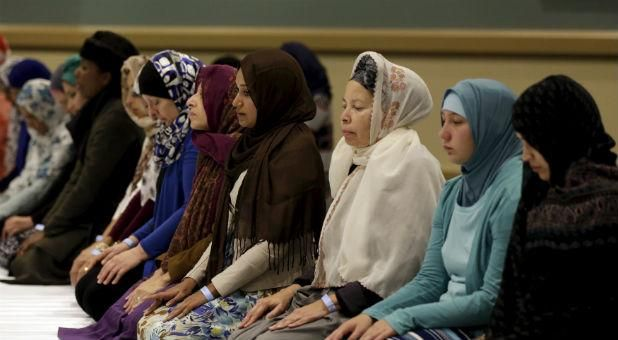 10 Hadiths About Women I`tikaf and Engagement in Mosque Activities | About Islam