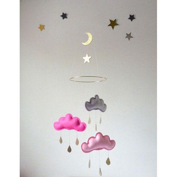 """Mobile nuages,étoile et gouttes de pluie """"OR"""" de The Butter Flying sur DaWanda.com"""