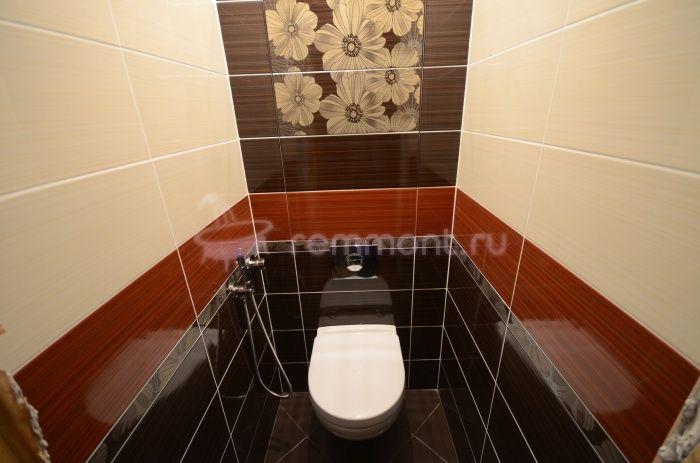 Ремонт раздельного санузла Шоколад: подвесной унитаз и гигиенический душ в туалете