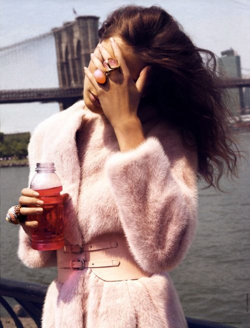 Oh god, I'm so tired in my pink fur coat, I'm gonna drink some vitamin' water, I've you seen my rings? No? Why? Oh yeah I see, you are looking this amazing bridge with this sweet sun... I know life is complicated