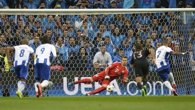 Porto 3-1 Bayern: a história em fotos - UEFA Champions League Ricardo Quaresma engana Manuel Neuer para colocar o Porto em vantagem, logo aos três minuto