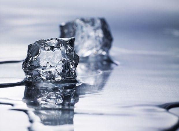 Refrescar bebidas é apenas uma das muitas funções que os cubos de gelo podem ter. Descubra a seguir e surpreenda-se!