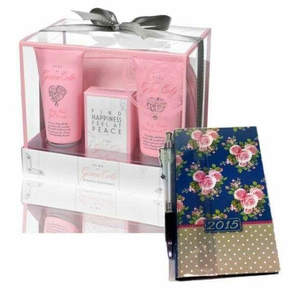 Surprinde-ti iubita cu un cadou deosebit: cosmeticele de baie pentru femei (gel de dus, crema de corp, sapun) dar si o agenda speciala. #Juliana #cadou #cosmetics