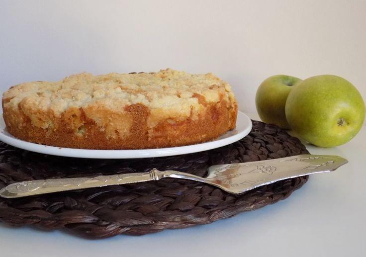 La cuor di mele non è la solita torta di mele,sotto è soffice e cremosa perchè piena di mele,sopra ha una crosticina croccante,è buonissima,provatela...