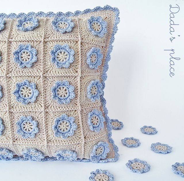 Lugar de Dada: flor de crochê Pouco travesseiro