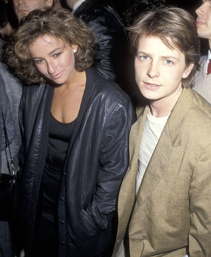 Michael J Fox and Jennifer Grey wut y is grey there? Thought she was wif Matthew Broderick