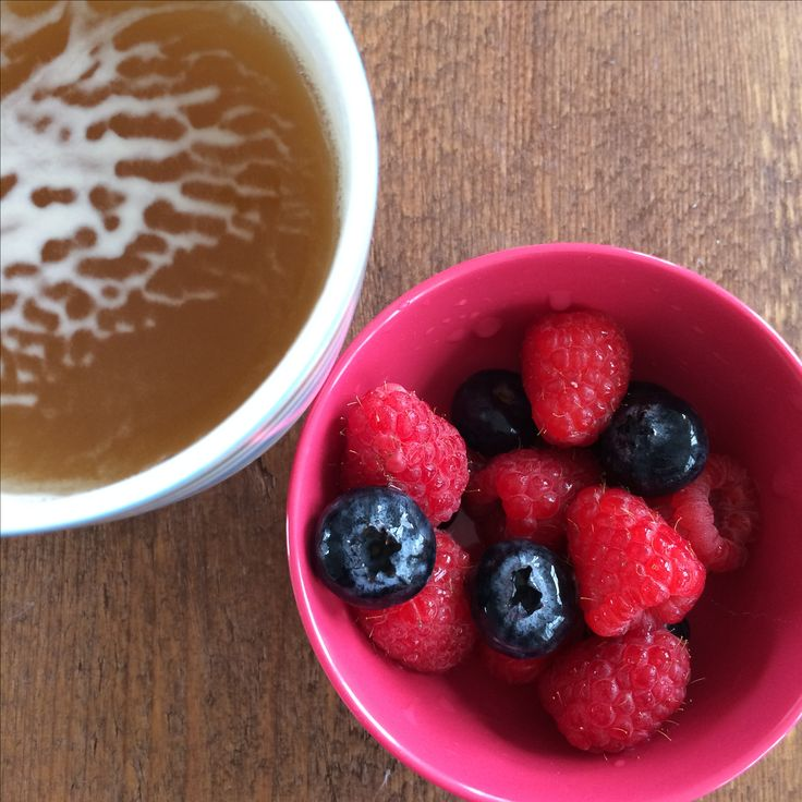 Mint tea and blueberries and raspberries - heakthy snack