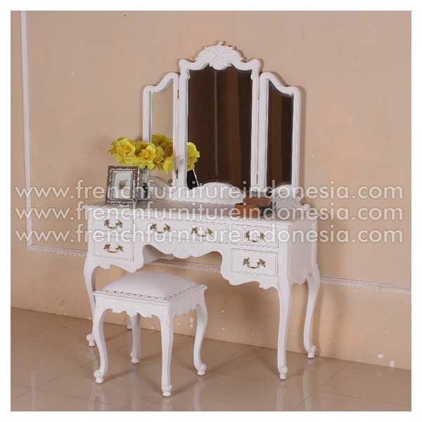Order Dressing Mirror to match RBD 012 from Jepara Furniture. We are reproduction furniture 100% exporter furniture manufacturer with French Furniture style and high Quality Finishing.This Dresser Mirror is made from mahogany woods and design has a strong construction. #AntiqueFurniture #MahoganyFurniture #ClassicFurniture #GalleryFurniture #IndoorFurniture