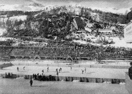 Match Canada-Suisse lors des Jeux d'hiver de Saint-Moritz en février 1928. Tirée du livre officiel : IImes Jeux Olympiques d'hiver, St-Moritz 1928 - Volume 1