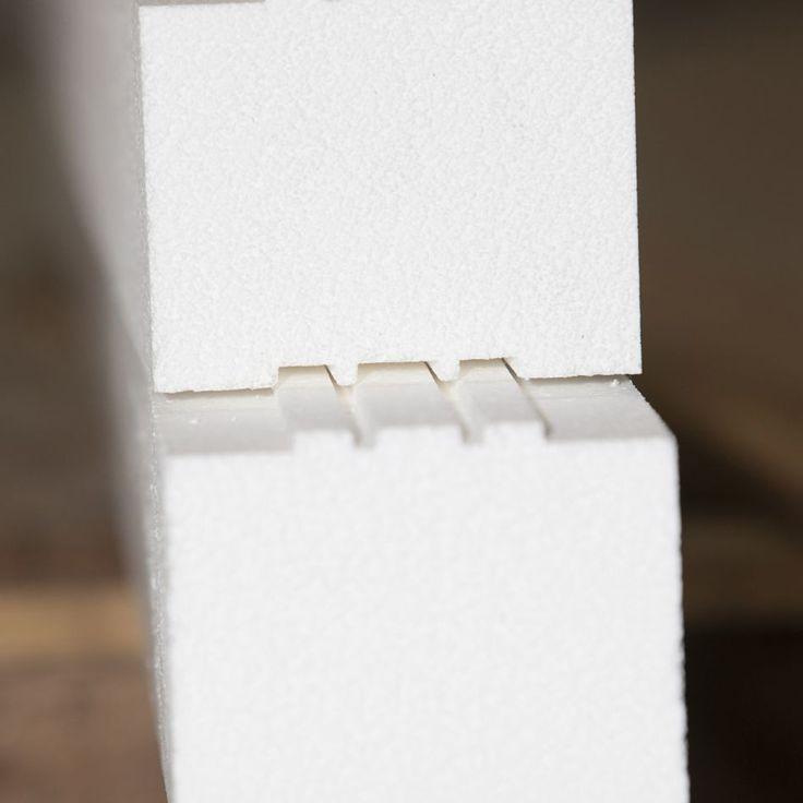 Rupture thermique de dalle CF100  Le kit empilable  facilite la pose de menuiseries sans pont thermique au niveau de la dalle. Grâce à son très haut pouvoir isolant et sa forte résistance à la compression, il remplace avantageusement le traditionnel rejingot béton sous les seuils.