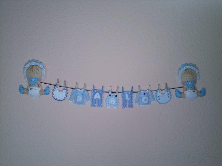 Bebé con ropita de recién nacido, para decorar la habitación