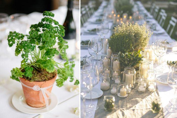 Décorer avec des plantes aromatiques. Un pot en guise de centre de table. Thym, persil, basilic, vont décorer vos tables.