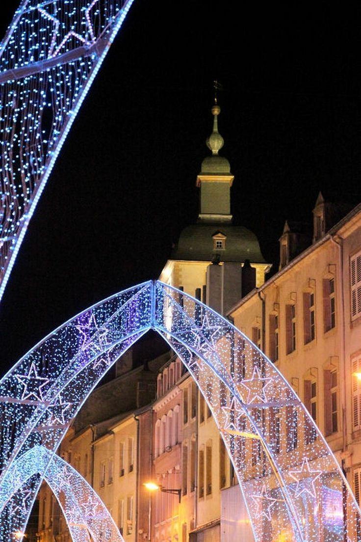 Thionville et son arche de Noél. Thionville en Moselle propose ces impressionnantes structures lumineuses.