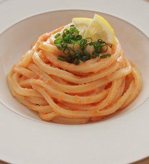 万能食材である「冷凍うどん」をもっと美味しく様々な味で堪能してみませんか?ひと手間で驚きの美味しさに仕上がるレシピ、まとめて紹介します♡
