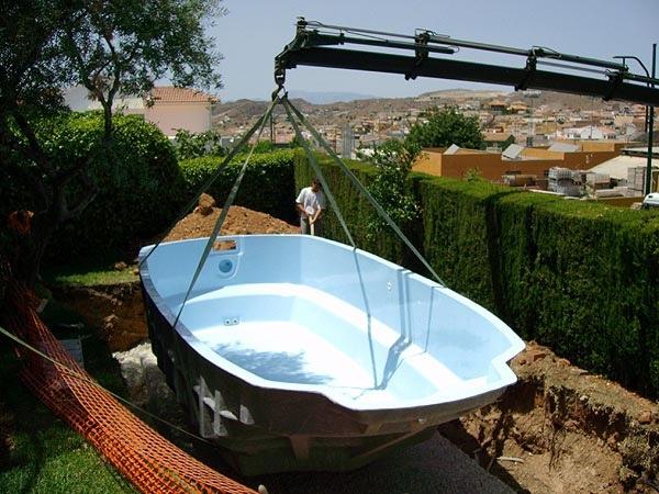 Colocación de piscina en excavación