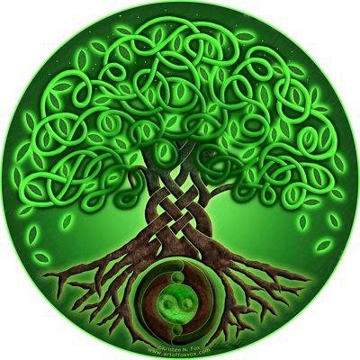 Circle Celtic Tree of Life / green / air element / heart chakra