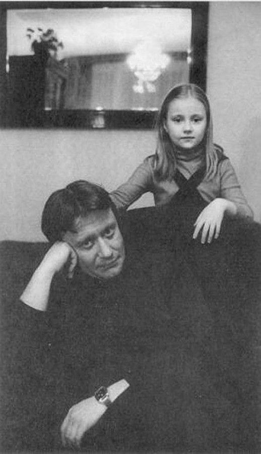 Заслуженный артист РСФСР Андрей Миронов с дочерью Машей. 1980 год. Фото Виталия Арутюнова/ РИА Новости