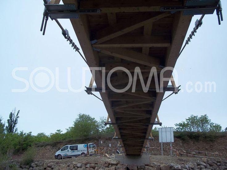 Pasarela de madera en Tremp, Lleida (4). #ConstruccionesDeMadera #PasarelaDeMadera +info: http://www.solutioma.com/es/construcciones-madera-puentes-pasarelas-miradores.php Video Youtube: https://www.youtube.com/watch?v=l_ruHtnL89Q