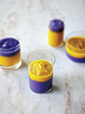 ツートンカラーポタージュレシピ 紫じゃがいものポタージュ 紫じゃがいも(皮をむく)250g 長ねぎ(白い部分)2本分 酒100cc パンプキンポタージュ かぼちゃ(皮、種、ワタを取り除く)正味300g 玉ねぎ1/2個 酒100cc 塩、こしょう、オリーブオイル