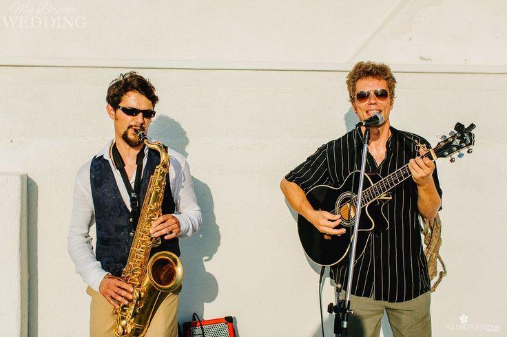 Musician band in Santorini weddings