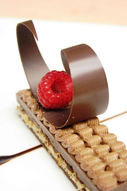 Croquant praline, biscuit noisette et crémeux chocolat - repin by #Edendiam