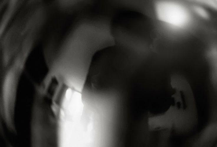 Apontamento sobre a inquietação, numa experiência com luzes e sombras fortes, com câmara digital, Canon EOS 450D  e objectiva Sigma 50mm macro
