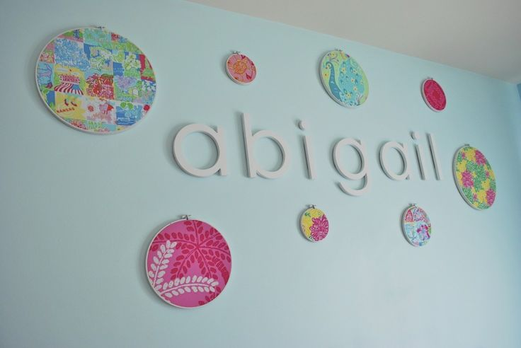 Embroidery hoop wall art in the nursery - #walldecor #nursery: Little Girls, Accentwall Nursery, Baby Room, Embroidery Hoop, Space, Nameart Accentwall, Girls Rooms, Accent Wall