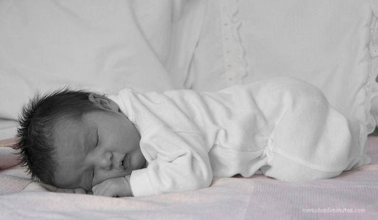 Hacemos sesiones de fotos a recién nacidos, en casa, en el estudio, en el hospital...  #reciennacidos #newborn #menudosdiminutos #fotografiainfantil