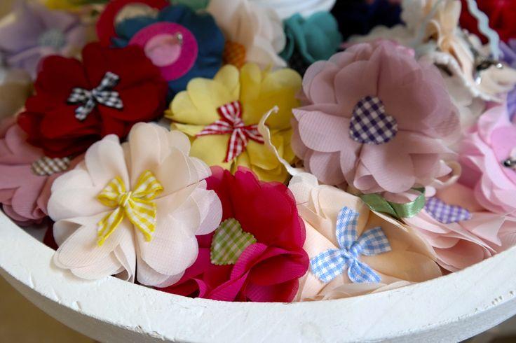 Trachtenbroschen in vielen Farben