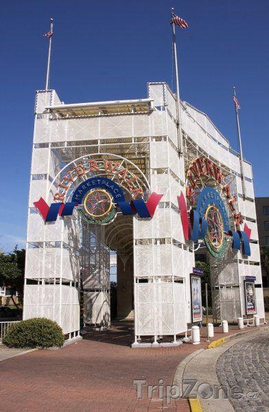 Fotka, Foto Vstupní brána na tržiště River Walk (New Orleans, USA)