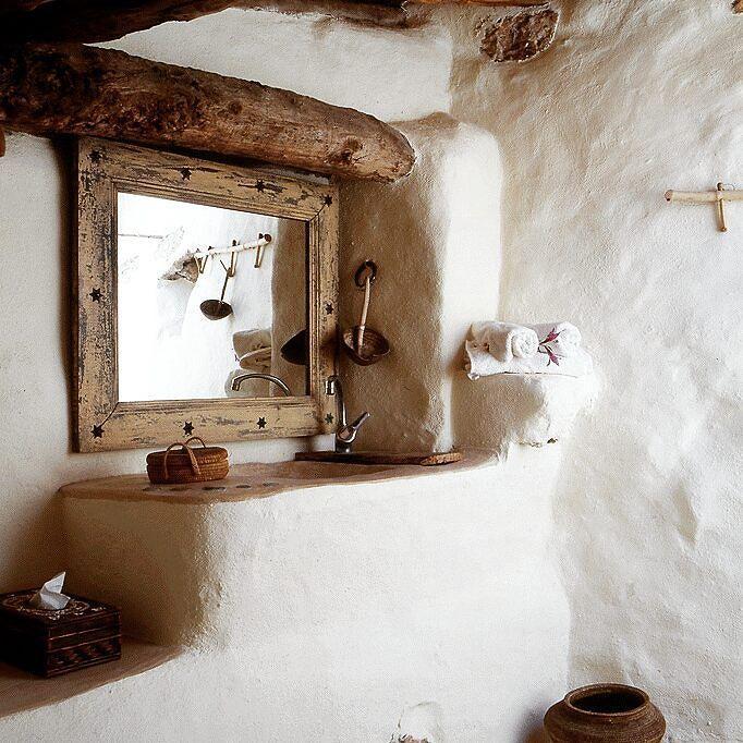 Bagno in muratura bianco. #rustico #bathroom #design #bathdesign #bath #cool #bagno #white #wood #rustic #fashion #style by stile_bagno