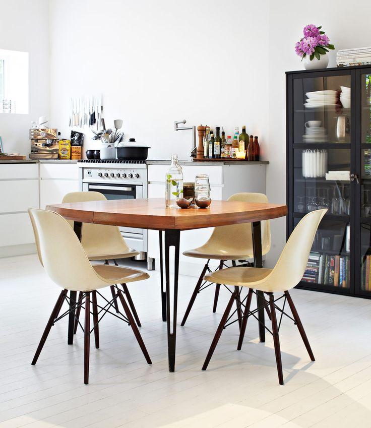image via Sköna hem | Vintage Eames Shell chairs on Dowel Bases | http://modernica.net/dowel-side-shell.html