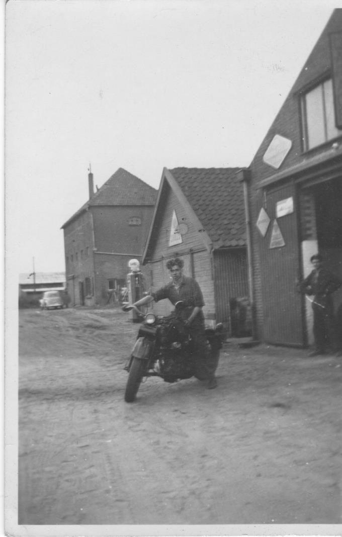Someren, 1 garage Linden- 2 Hulshof houthandel-3 Firma van Stekelenburg meelhandel.