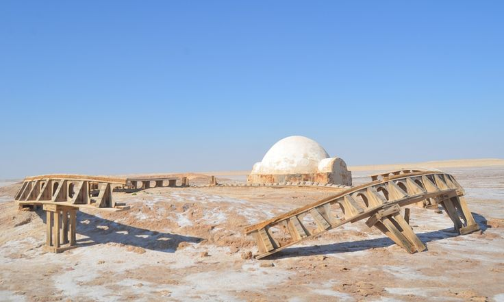 In the Sahara desert, the sets from the Star Wars movies were once huge tourist attractions. Photographer Simon Speakman Cordall finds the locals struggling since the revolution and terror attacks