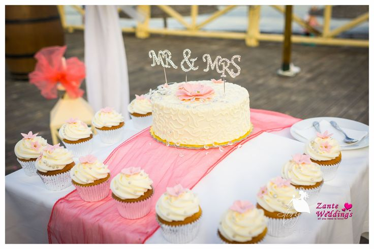Delicious wedding cake and cupcakes!