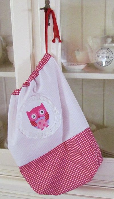 Drawstring laundry nursery bag with owl applique