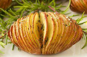 Se você ama batatas, vai adorar essa receita surpreendente de batatas laminadas com alho e alecrim. Fica sensacional!