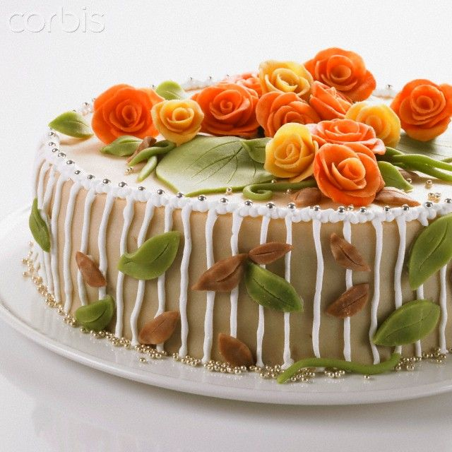 Birthday cake with marzipan roses, Numer utworu: 42-27613702, Fotochannels